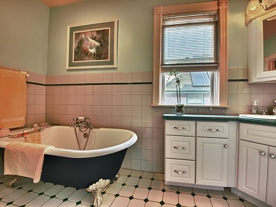 Bathroom remodel to accommodate a claw foot tub